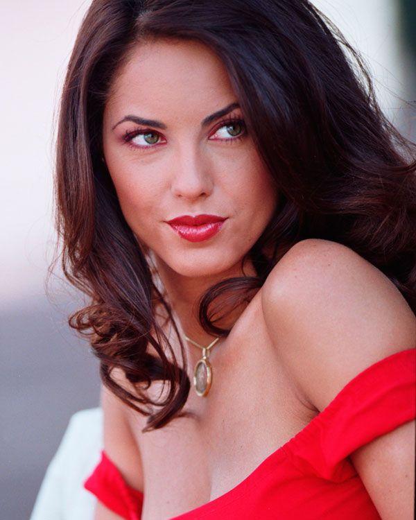 She has two siblings, actress Kenya Mori (who has also been acting alongside her sister Bárbara), and brother Kintaró Mori.