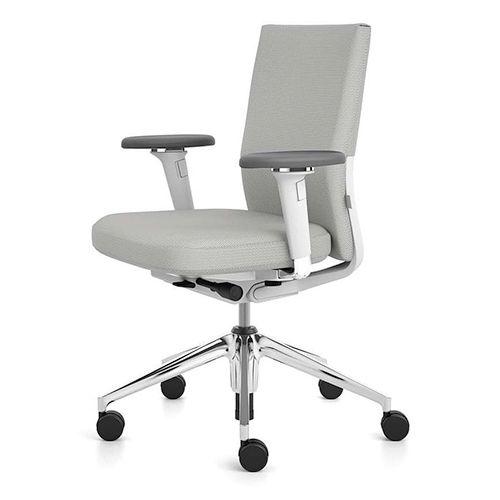 Soft kontorstol - ID stole har mange variationsmuligheder til fordele for virksomheder i form af æstetik, vedligeholdelse og service. #kontormøbler #kontor #kontorindretning #kontorstole