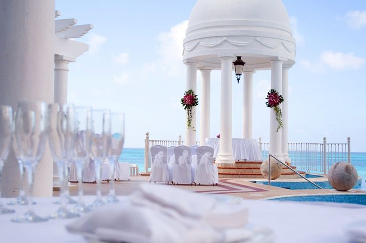 Pool and ocean side wedding gazebo at Riu Palace Las Americas in Cancun, Mexico