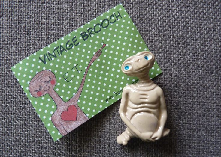 Excited to share the latest addition to my #etsy shop: Vintage 1982 E.T promotional pin Brooch http://etsy.me/2mSjivY #jewellery #brooch #beige #et #movie #pin #extraterestrial #1980s #80s