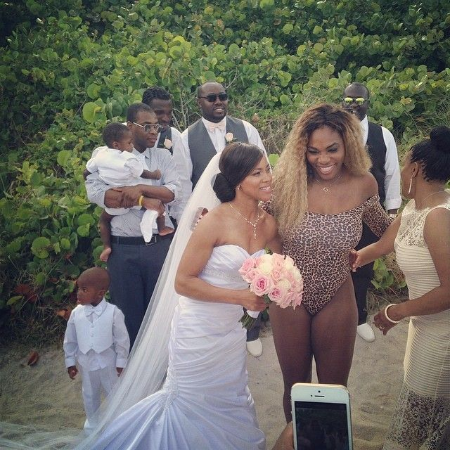 5/31/14 Via Serena Williams: Bikini wedding crasher! //// #Aww The bride is beautiful but Rena is under-dressed & the groomsmen don't seem to have a problem with that.
