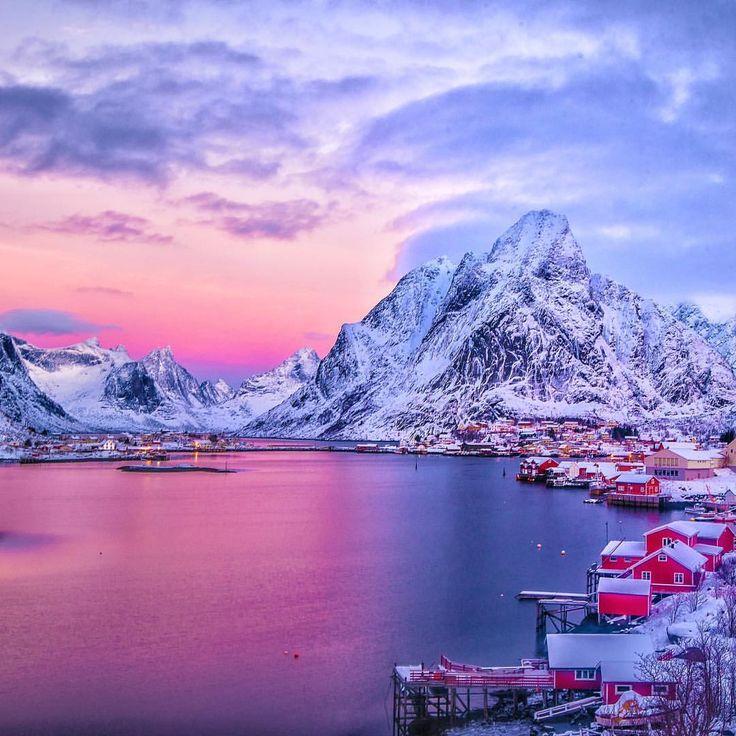 いいね!7,984件、コメント272件 ― Claudio Bezerra - さん(@cbezerraphotos)のInstagramアカウント: 「Around the world with me - Lofoten - Norway * **************** Colorful Sunrise & Winter…」
