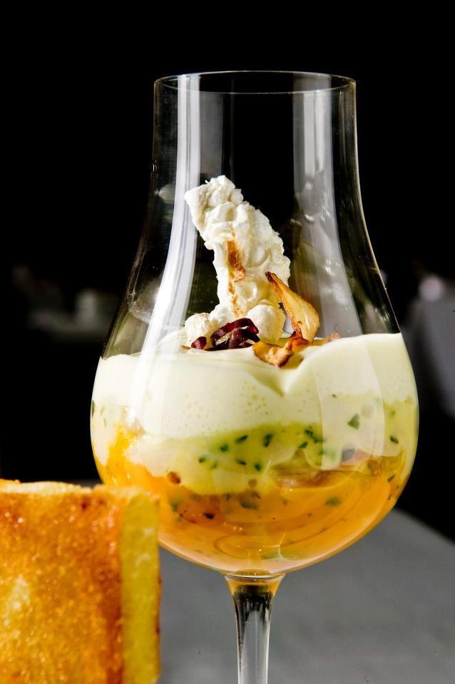 Patatas a la sartén, yema de huevo, bacalao y ravioli crujiente  Nicolas Ramirez Jimenez