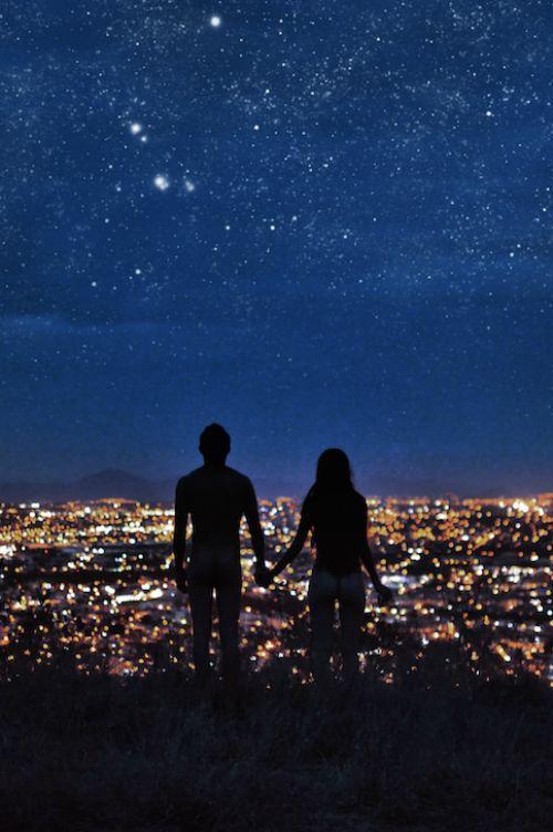 Algunas veces alejarse es el único modo de empezar de nuevo, otras, encambio solo te hace falta mirar a tu alrededor para darte cuenta de que, lo que estabas buscando siempre ha estado ahí.