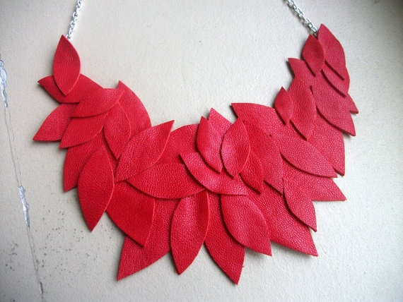 Leather leaves necklace reste chambre à air