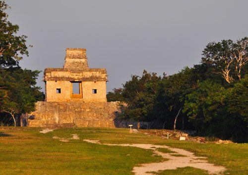 El INAH aplicará el Operativo Equinoccio de Primavera 2015 en las zonas arqueológicas del país. En Dzibilchaltún, Yucatán, se realizará el 21 de marzo, de las 4:00 a las 16:00 horas. Foto Héctor Montaño, INAH.
