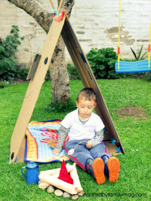 DIY Playhouse Tent {from a cardboard box} - loved that it didn't need fabric, hammer, nails and it was simple!