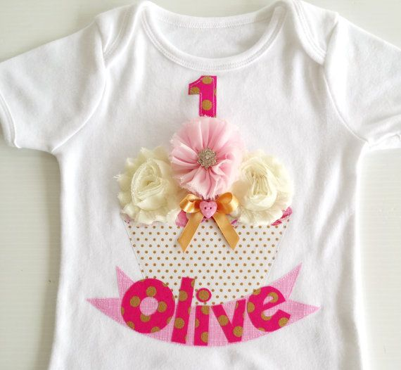 Hey, I found this really awesome Etsy listing at https://www.etsy.com/listing/196278774/pink-and-gold-metallic-polka-dot-cupcake