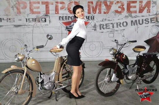 Simson SR1 1955-1957 и Simson SR1 1957-1964.   It may have been cold on the political front, but the German moped production broke down any walls of style!