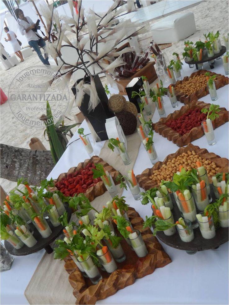 Mesa de salados Crudites frutos secos enchilados cacahuates gomitas chile y mas. #LMcandybuffet