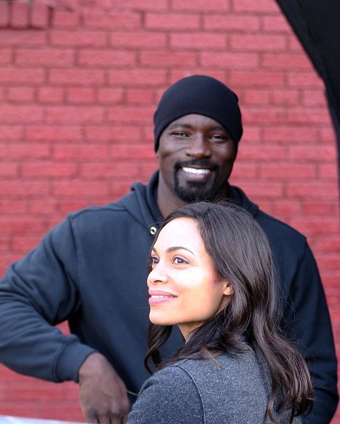 MIKE COLTER AND ROSARIO DAWSON ONCE AGAIN SPOTTED FILMING LUKE CAGE  Based on everything we've seen from the set of Luke Cage, it looks like Cage will go through plenty of phases from suits, to fighting cops, to now looking like he is undercover.