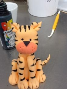 how to make a gum paste tiger figurine via mycakeblog.com