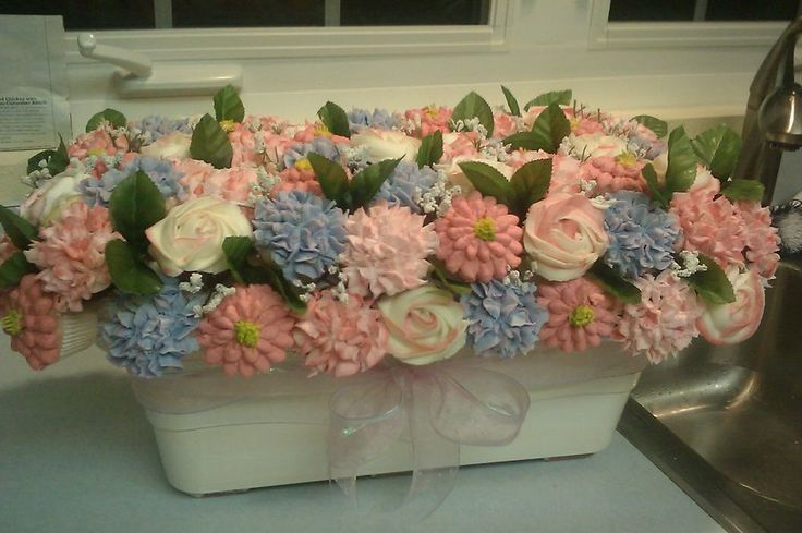 I havent posted in a long while, but thought I would post this 6dz mini cupcake bouquet for a baby shower.