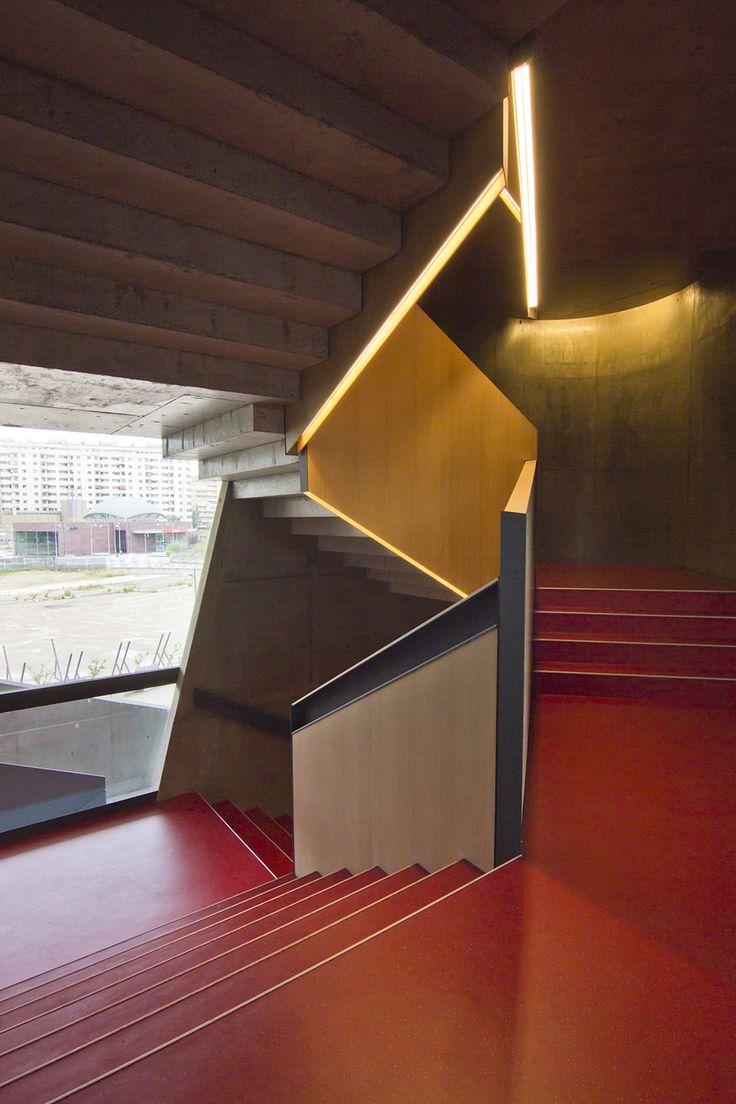Imágenes del edificio de la Caixa Forum en Zaragoza, España, obra de la arquitecta Carme Pinos. Fotografía de Ricardo Santonja.