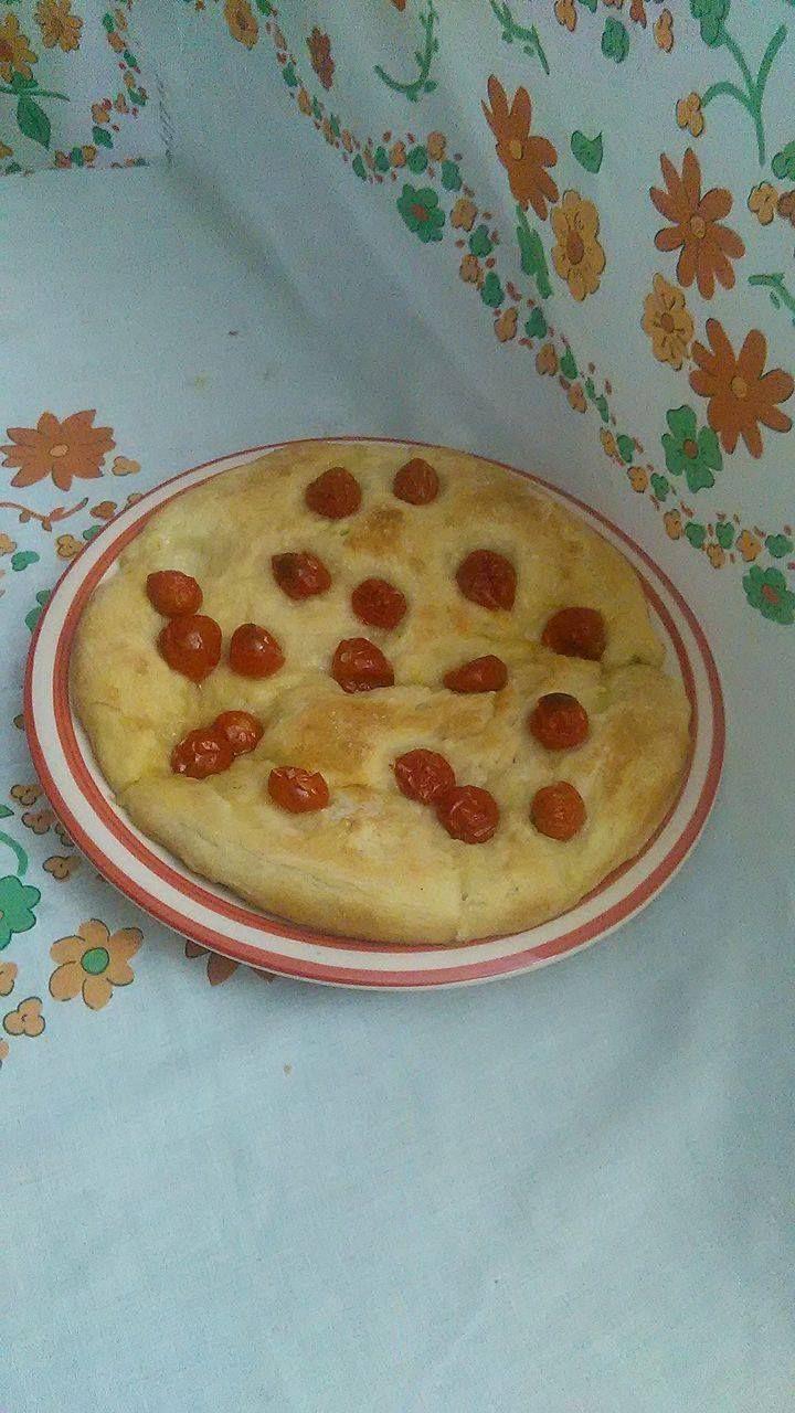 focaccia morbida ai pomodorini fatta in casa