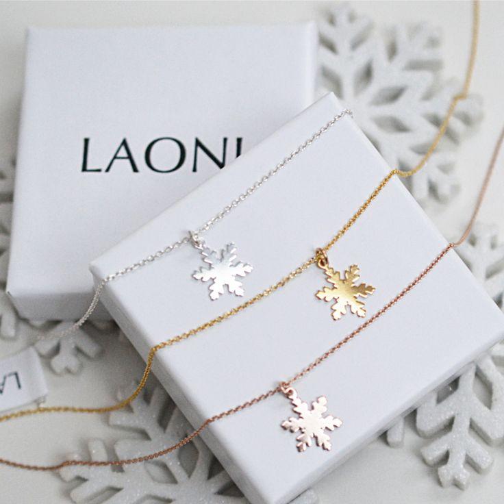Złota bransoletka płatek śniegu  >>> https://laoni.pl/zlota-bransoletka-platek-sniegu #śnieżynka #zima #prezent #biżuteria #bransoletka