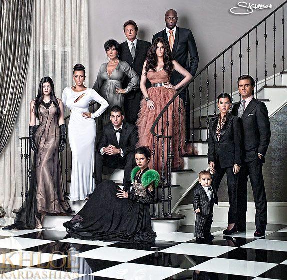 La familia americana más famosa ahora es la familia Kardashian. Esta familia representa el sueño americano.