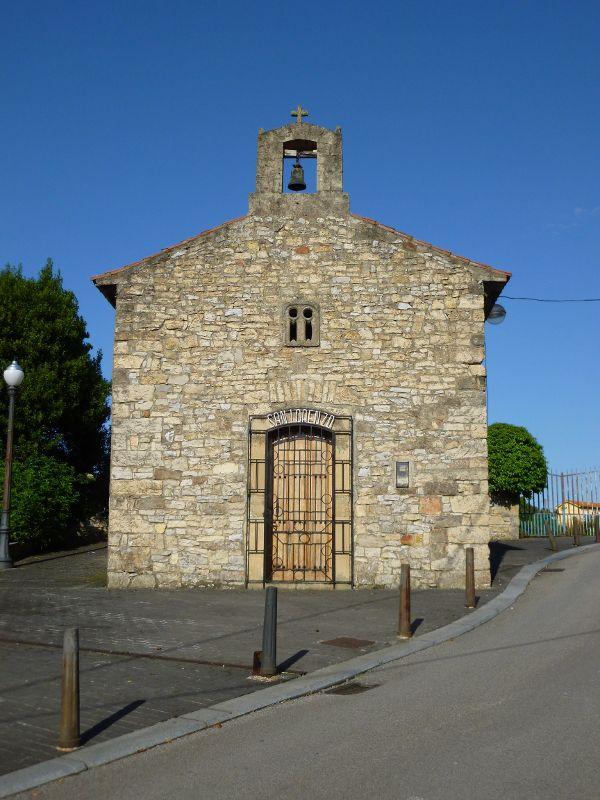Capilla de San Lorenzo de Cortina situada en Llaranes (Avilés , Asturias)