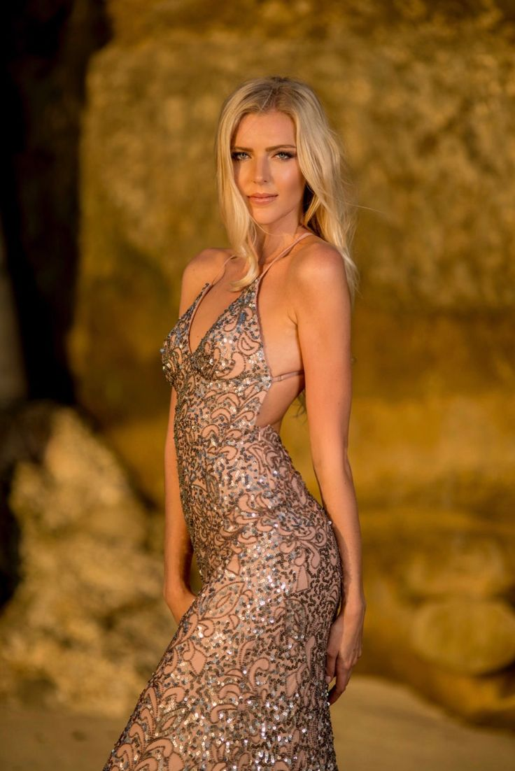 Tiffany Brock H|M: @darylreneartistry Photog: @jasonlanierphotography #scala #fashion #sequindress #holidaydress #style #beauty #fresno #delmar #openback #sequins #sparkle #fashionbloggers #californiastyle