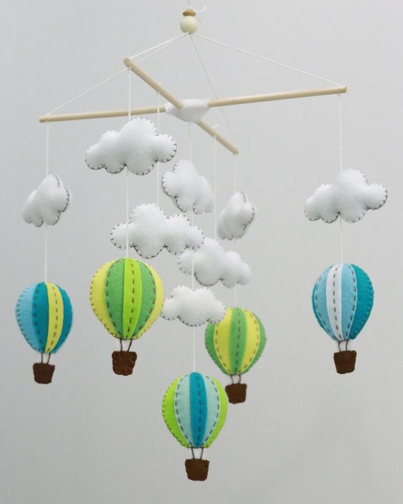 Oben in der Luft blau und grün Heißluft Ballons von LovelySymphony