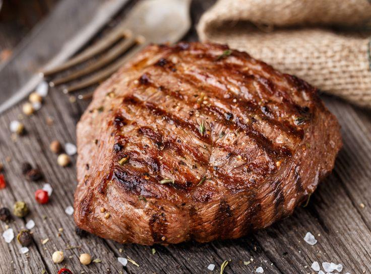 Vous avez envie d'un bon steak juteux et qui se coupe à la fourchette comme dans les grands restaurants? Voici la recette parfaite!