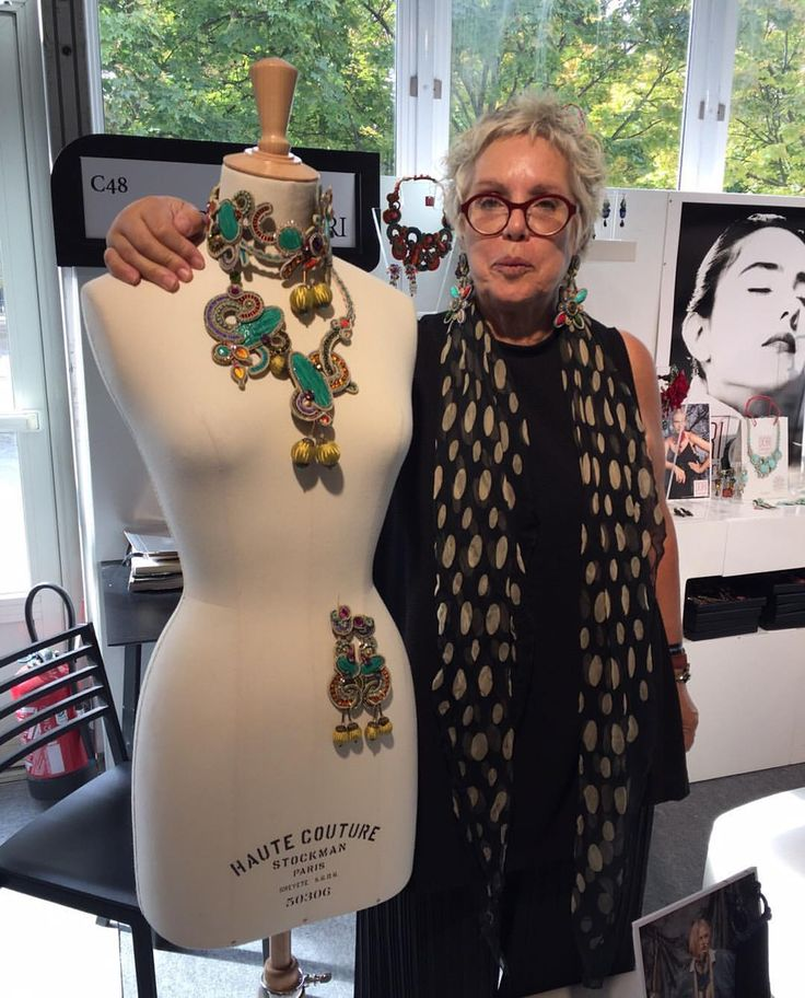 Dori at the @premiereclasseparis next to one of her One of a kind jewelry. #DoriCsengeri #necklace #hautecouture #statement #statementjewelry #oneofakind #design #art #artist #handmade #fashion #style #uniqe #paris #earrings #jewelry #accessories #jewelrylove #accessoriesexhibition