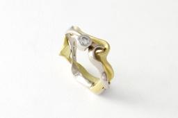 18 carat gold Interlocking engagement ring set with diamond