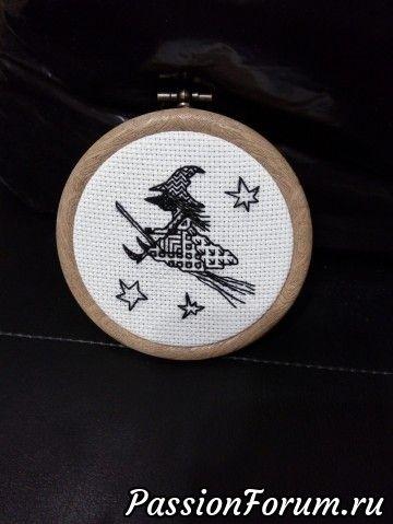 а это мой первый блэкворк, тоже в подарок. очень понравилось вышивать этой техникой,серьезная конкуренция вышивке крестиком