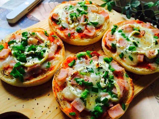 イングリッシュマフィンで簡単ピザトーストの画像