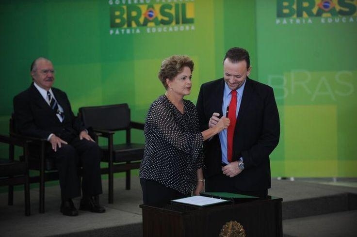 Dilma dá posse a ministro da Secom e defende liberdade de imprensa - http://po.st/LjNdvT  #Política - #Brasil, #Comunicação, #DilmaRousseff, #EdinhoSilva, #Governo, #Ministro, #Secom
