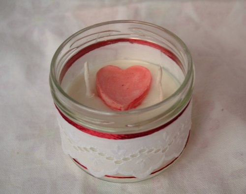 Light's Love-Soy wax candle, handmade with double cotton wick.  Suitable to create a strong light and comfortable.  Jar decorated with broderie anglaise cotton and linen yarn.to buy: http://blomming.com/mm/Aromantiche/items/lights-love?page=2_type=thumbnail