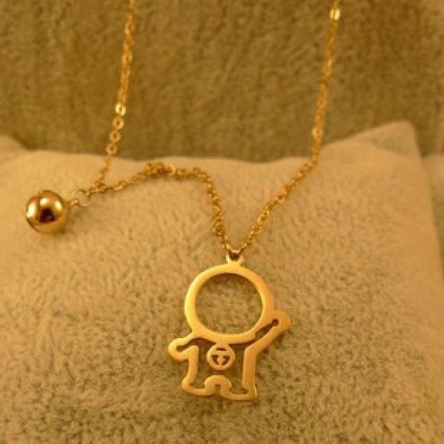 Doraemon necklace. I super want this!