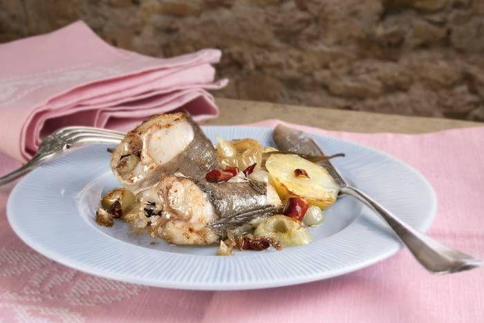 Pescadilla al horno. ¡La mar de sabrosa! Descúbrela en http://www.gallinablanca.es/receta/pescadilla-al-horno/