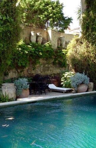 Pool                                                                                                                                                      Más