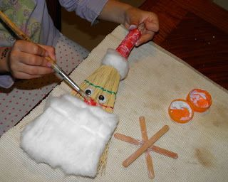 Straw broom christmas crafts and straws on pinterest for Straw brooms for crafts