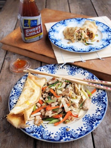Chinese Chicken Wraps: A fabulous Chinese inspired meal with stir-fry chicken and crunchy vegetables; instead of wheat pancakes, thin egg omelettes are made as wraps for the filling, making a tasty low-calorie meal with bags of flavours and just a little heat! 225 calories for the whole recipe means that this is perfect for those following the 5:2 diet for fast days, as well as those on the Weight Watchers diet too.