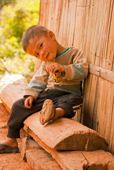 Kind eines Hilltribe-Dorfes in Mae Hong Son