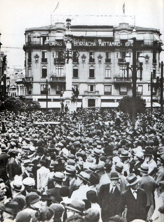 Manifestação pró Constituinte, na Praça do Patriarca, centro de São Paulo, em 1932. Foto: ACSP 100 anos/1894-1994