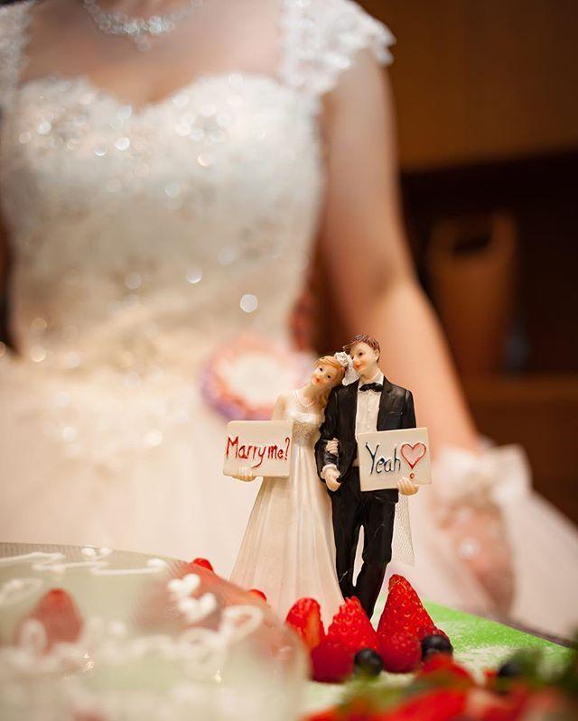 ケーキトッパーお気に入り♡ ハワイの時よりホント上手にとっていただけて嬉しい!! 後ろにうっすら自分の姿が写ってて尚更嬉しい☺️ #weddig#ウェディング#ケーキトッパー#プレ花嫁#プレ花嫁卒業 #ウェディングケーキ#プリンセスケーキ#帰国後パーティー#お値段以上#MANABRIDAL #国内披露宴#weddingtbt#ヴィレッジヴァンガード