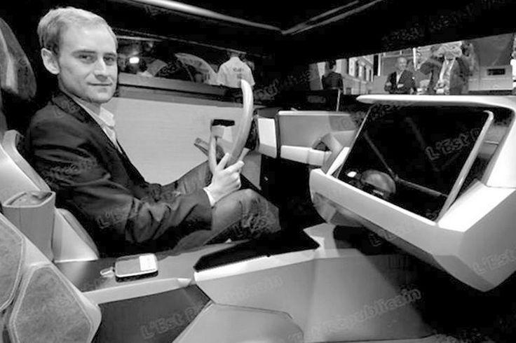 Les automobiles partagées ( s'empruntent gratuitement et se déposent a des bornes le long des routes ) sont sobres hyper-tech tout confort avec pilotage assisté sans marques aux performances techniques égales et plafonnées dans les limites autorisées par la sécurité