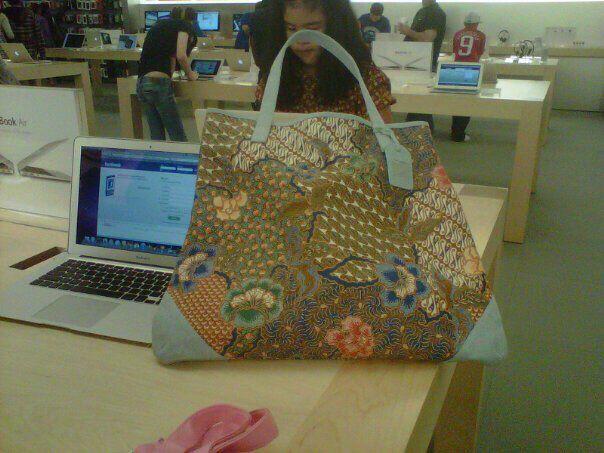 Weekend bag by Batik Chic