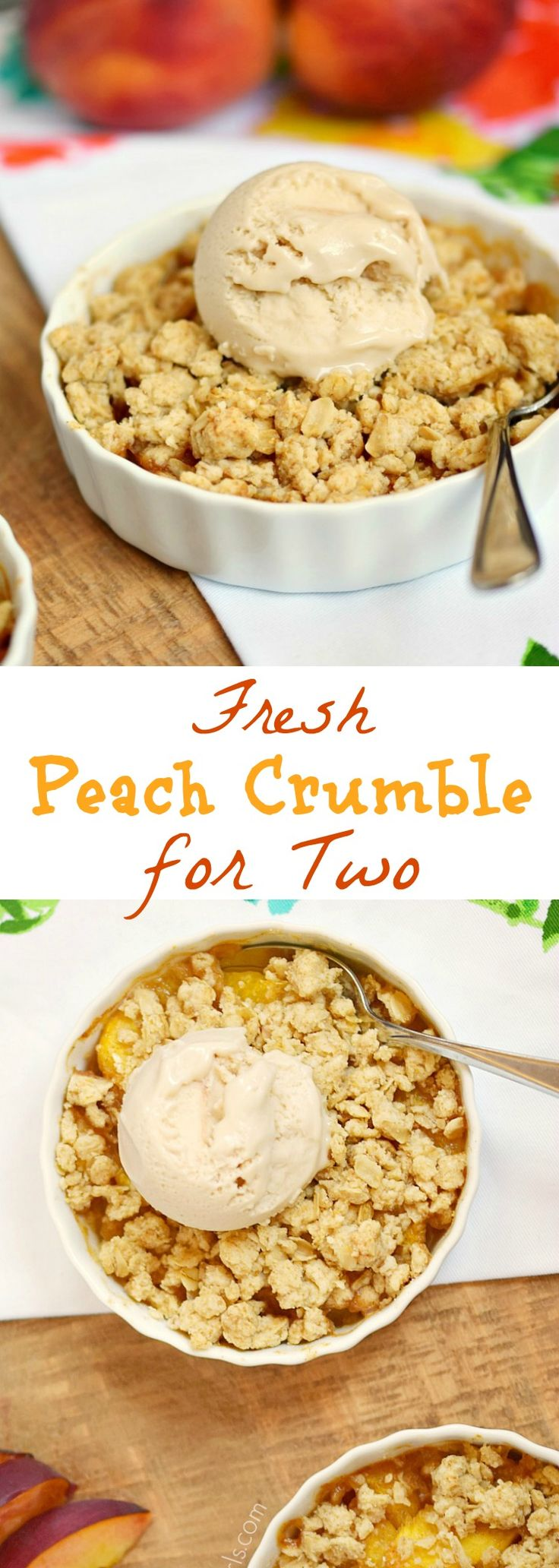 This Fresh Peach Crumble is filled with juicy, spiced peaches and topped with an oatmeal topping for the perfect ending to any meal | cookingwithcurls.com