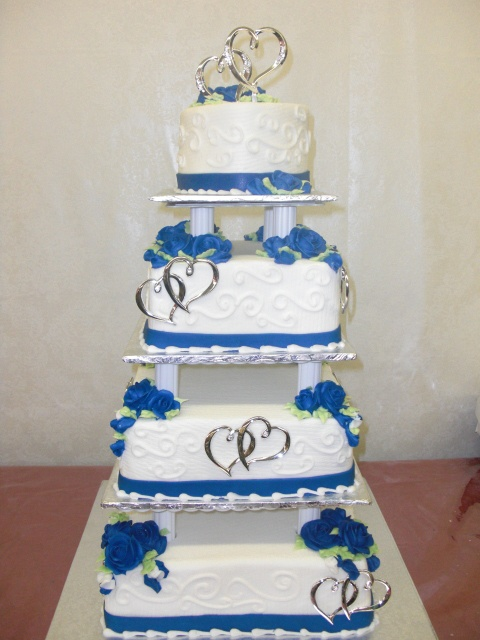 royal blue and white wedding This is sooo gonna be my Wedding Cake love the Royal blue and Hearts in each layer