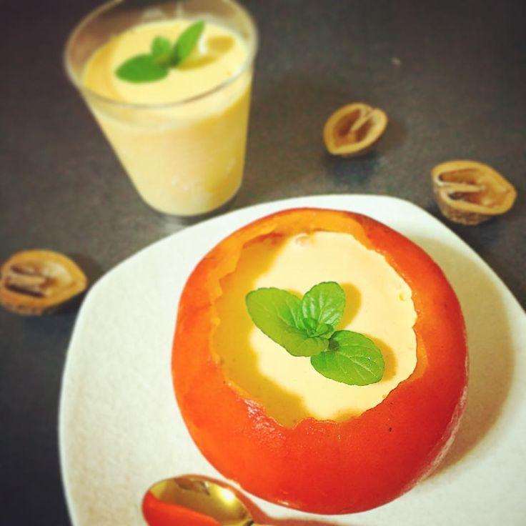 旬の柿を使ったプリンのレシピをご紹介します。材料はたった2つ!柿と牛乳だけで作れるんです。あっという間に濃厚で美味しいプリンが完成しますよ。