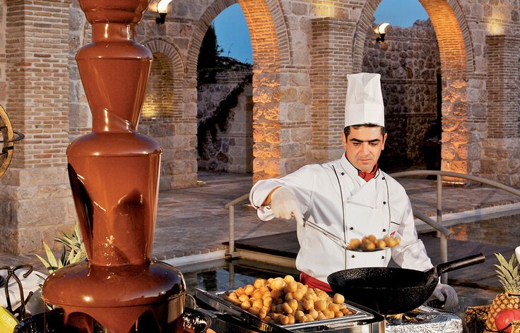 Βάρσος Catering - Buffet γλυκών µε σιντριβάνι σοκολάτας και λουκουµάδες