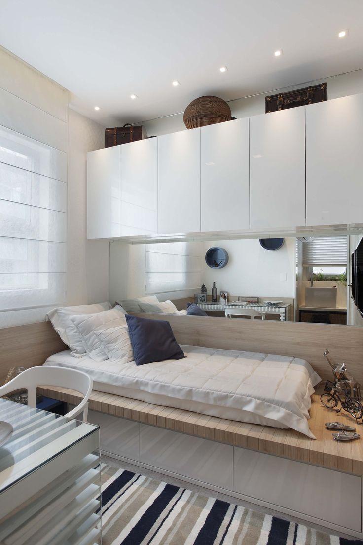 Disposição de de cama, armário de mesa ideal para um quarto de hospedes e home ofice