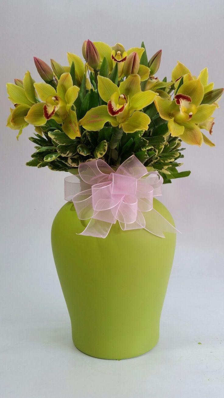 Arreglo de tulipanes y orquídeas