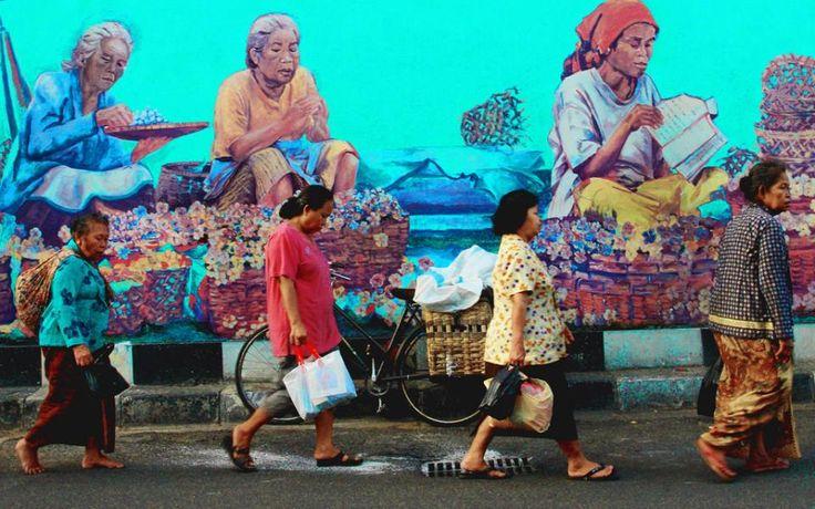 День 1. Джокьякарта, Индонейзия Во второй половине дня вы прибываете в густонаселенный город  Явы - Джокьякарту, чтобы немного отдохнуть от перелета и уже на следующий день отправиться на встречу приключениям. Вечером научитесь отличать Наси-горенг он Наси-лемак. )