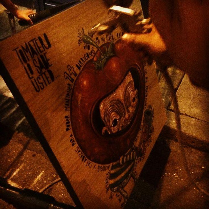"""Este es el proceso de la mesa ilustrada por nuestro amigo Willington Giraldo (#forest1982) en la tomatera, ésta es su versión del tomatero de la canción de salsa """"El Tomatero de Kim de los Santos"""" — en La Tomatera galería cafe. https://www.facebook.com/latomateragaleria"""