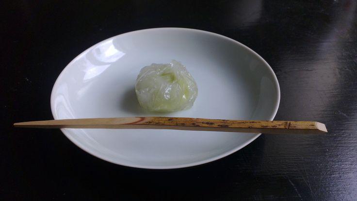 Kuzu manju with edamame an inside. Tray by Nathalie Lahdenmäki.